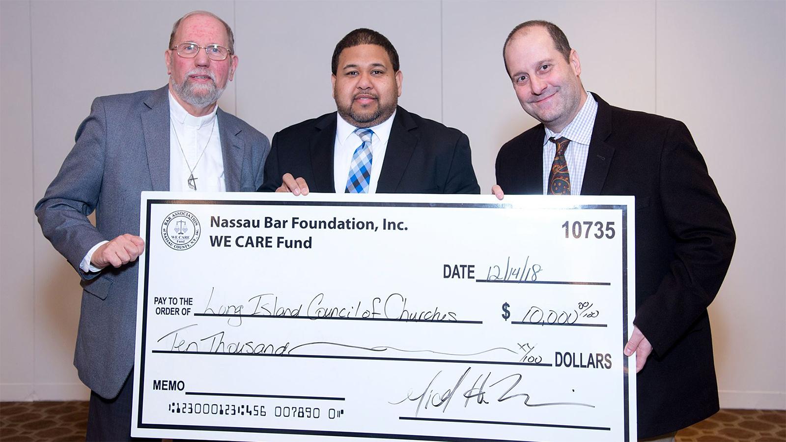 Nassau Bar Association gives grant for emergency food program