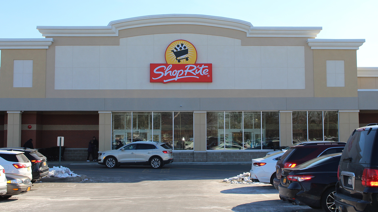 ShopRite celebrates Port Jefferson grand opening with donations