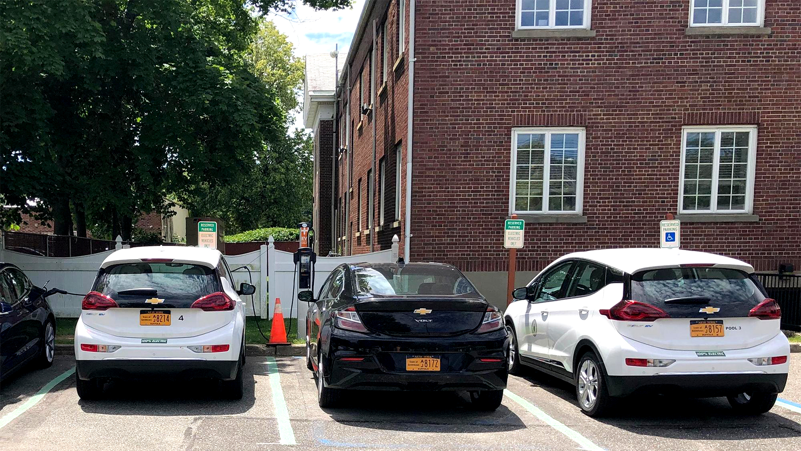 Smithtown adds two electric vehicle charging stations
