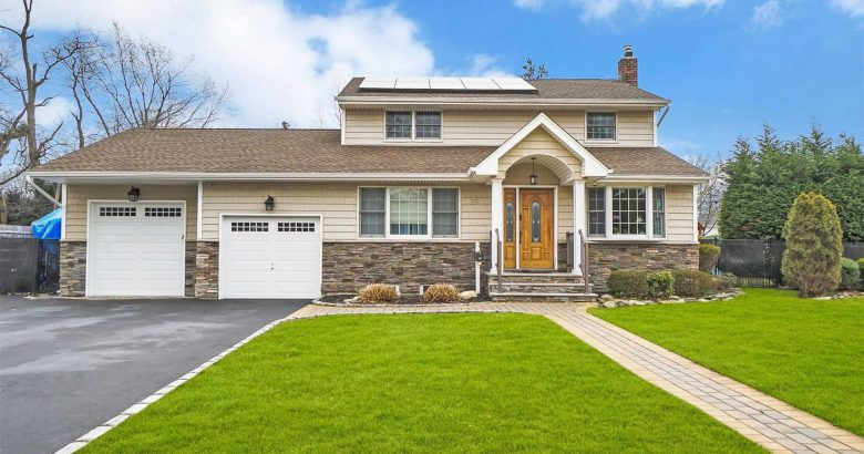 Just listed, just sold: Homes in Commack